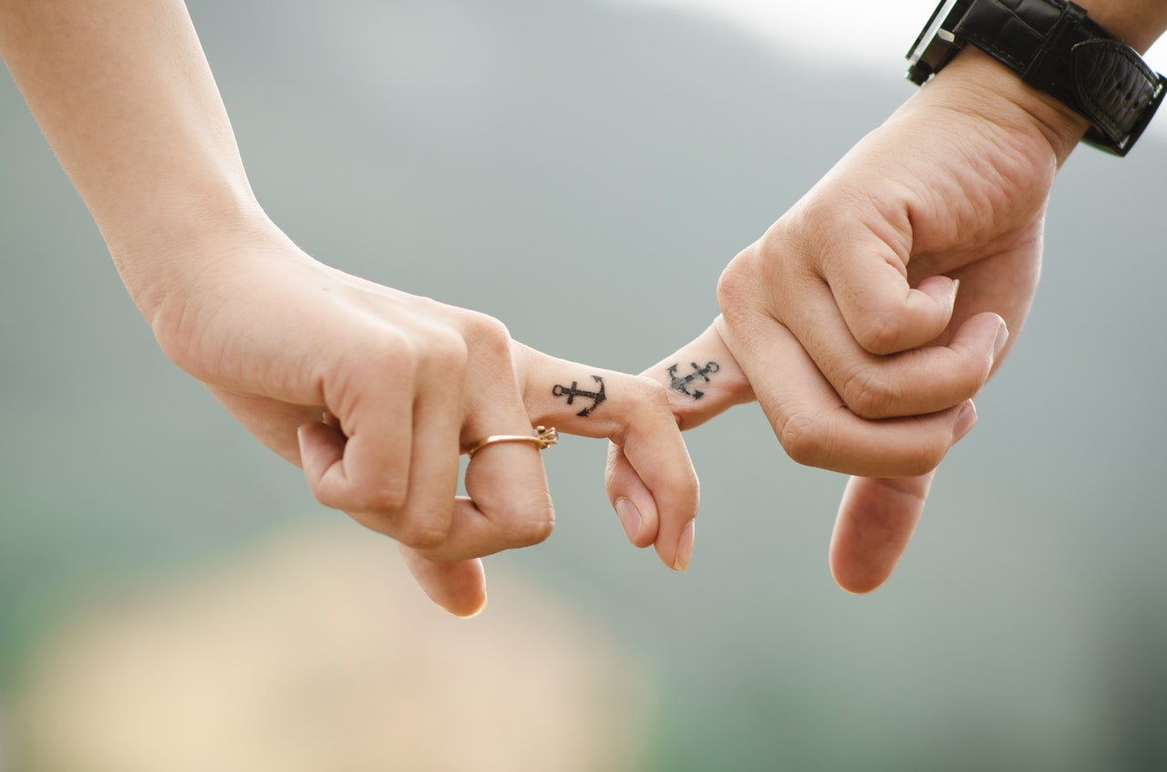 anchor-couple-fingers-38870